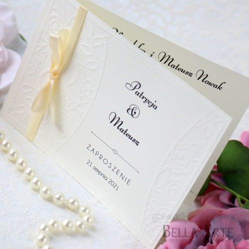 Delikatne zaproszenia ślubne z tłoczeniem